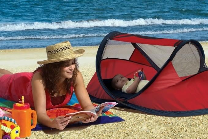 Deryan Travel Cot op het Strand